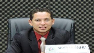 Vereador Waldicley indica execução de banheiros na pista de caminhada da Rua Sucupira